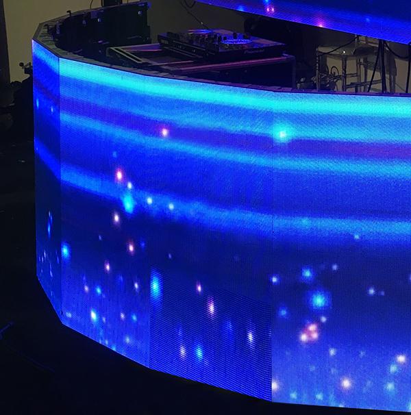 mur d'écrans courbés