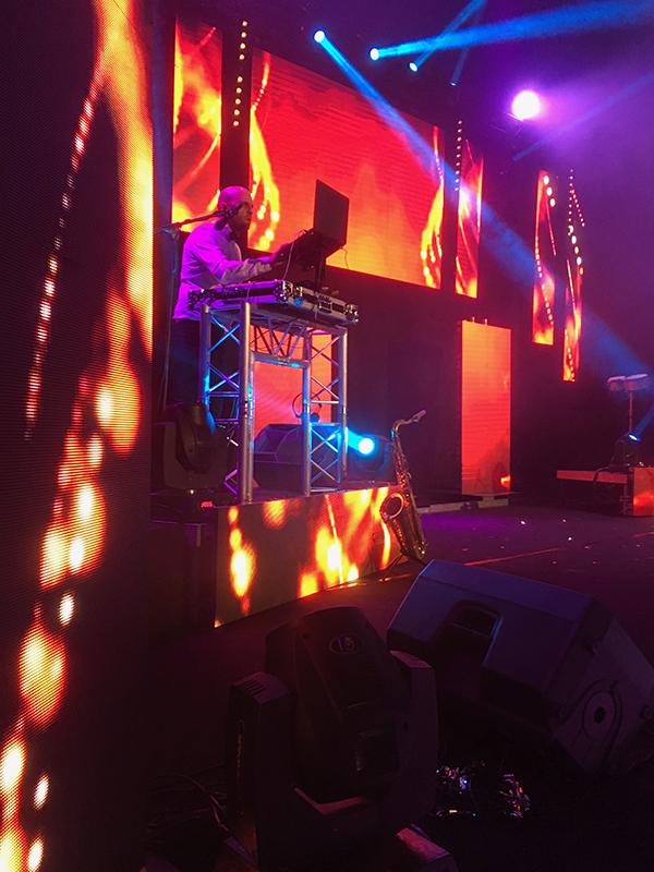 Installation d'écrans led sur scène